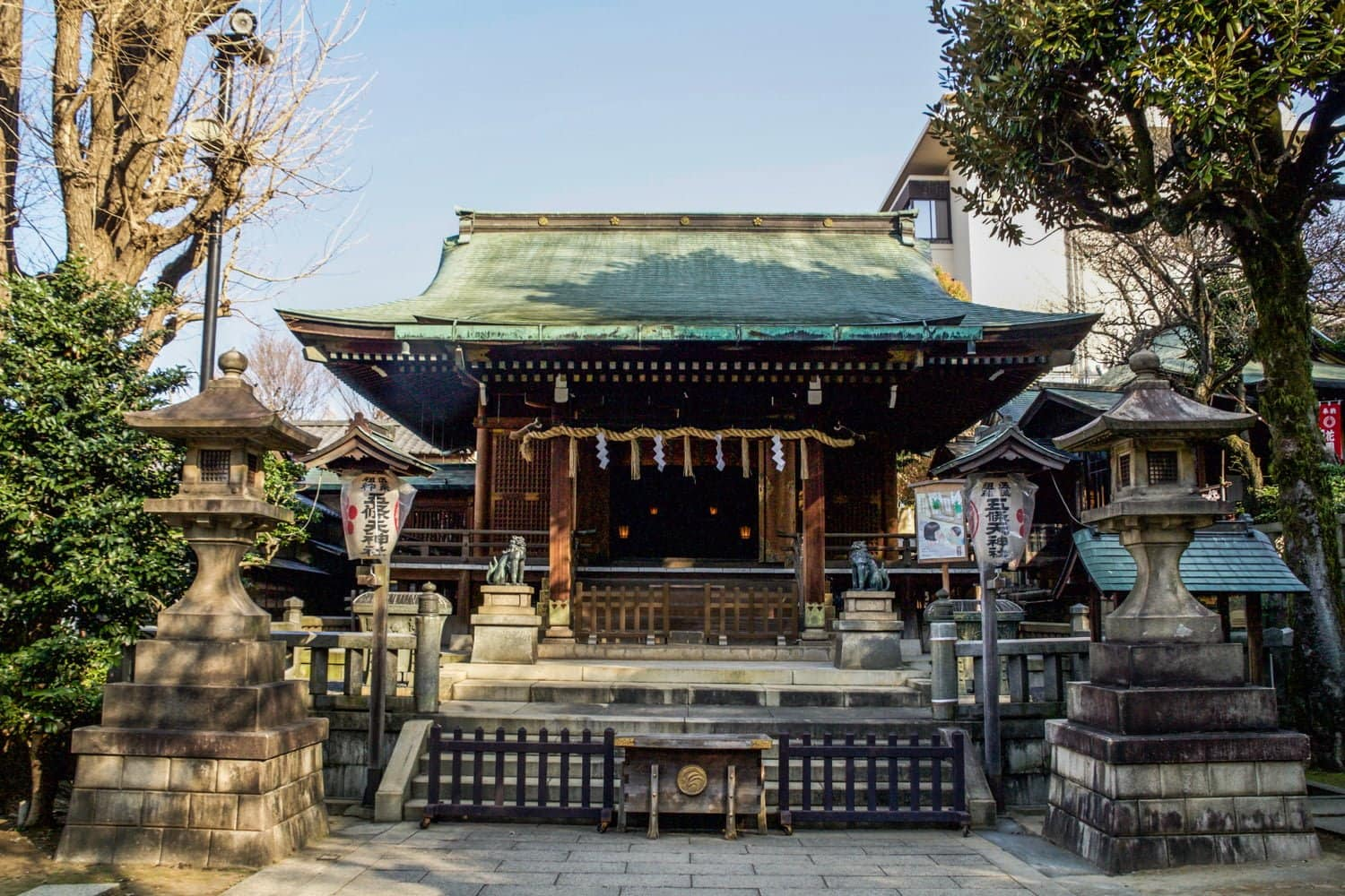 If you only have two days in Tokyo, it's important to use your time wisely. From authentic shrines to anime-filled streets, there's so much to see! Read more at thefivefoottraveler.com